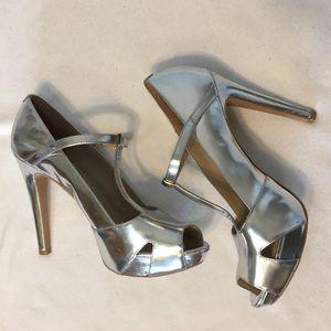 Kenneth Cole Silver T-Strap Au Cafe Dancing Heels